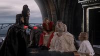 6x10 cœurs enchantés Regina Mills déguisement Princesse Emma Swan uchronie Reine Blanche-Neige Roi David Palais sombre pleurs