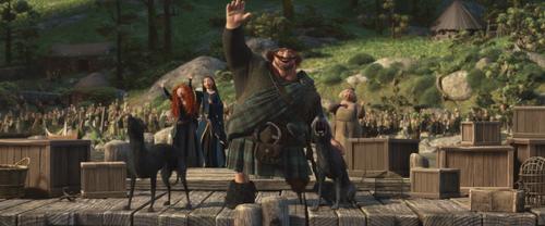 Rebelle Brave Disney Merida Reine Elinor Roi Fergus quai salut adieux