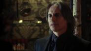 2x17 M. Gold excuses impossible aider Regina Mills