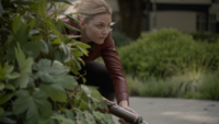 6x01 Emma Swan arme cachette attaque Hyde