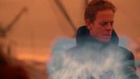 5x17 Hadès satisfait téléportation fumée bleue port des Enfers regard incliné