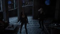 6x08 Regina Mills Emma Swan monde derrière le miroir Dragon attaque