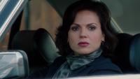 1x10 Regina Mills regard haine voiture baiser ennemis