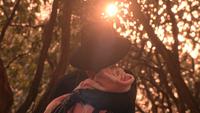 5x16 Zelena petite fille bébé enfant pleurs chagrin tendresse affection amour maternel protection forêt de Storybrooke des Enfers lumière lueur soleil regrets pardon excuses magie