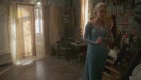 4x01 Anna Elsa Reine des Neiges grenier château Arendelle détails cérémonie mariage fiancé Kristoff