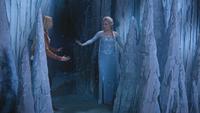 4x02 Emma Swan Elsa mur de glace rencontre