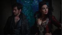 5x11 Killian Jones Reine Regina arrivée taverne révélation assassinat père