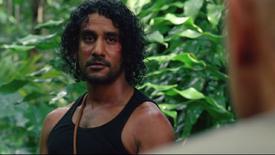 L6x06 Sayid Jarrah coup poignard Locke Homme en noir