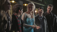 4x08 Emma Swan Henry Mills Elsa bracelets rubans jaunes Mary Margaret Blanchard David Nolan