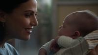 3x09 Regina Mills Henry Mills bébé regard sourire amour mère fils