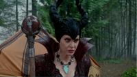 4x13 Maléfique sceptre dragon tente énervement colère noire boule de feu disparission Blanche-Neige Prince Charmant