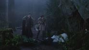 4x16 Ursula Prince David Charmant Blanche-Neige Cruella d'Enfer entrée grotte Maléfique