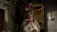 6x20 Reine Regina Méchante Reine Mère Lucas Love Doesn't Stand a Chance chanson peur bras couverture d'Emma