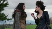 Shot 1x21 Schneewittchen Regina Apfel