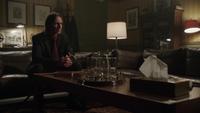 1x19 M. Gold cabinet du Dr Hopper Archie Archibald Hopper table patient histoires confidences fils Baelfire