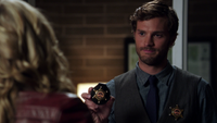 1x05 badge shérif adjoint Emma Swan Graham Humbert poste de police Storybrooke