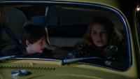 1x21 Henry Mills Emma Swan voiture jaune tentative fuite