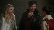 5x04 Emma Swan Killian Jones Henry Mills écuries discussion petite amie