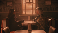 5x14 Regina Mills Cruella d'Enfer Café Mère-Grand des Enfers début conversation discussion manteau de fourrure daim