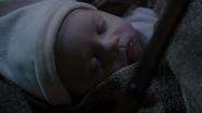 6x16 premiere image Gideon bébé plan 1