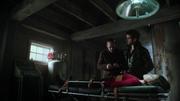 Shot 2x21 Regina gefesselt