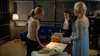 4x06 Emma Swan Killian Jones Belle French Elsa Reine des Neiges découverte Ingrid plan famille parfaite