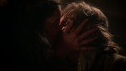 514MilahKissesRumple2