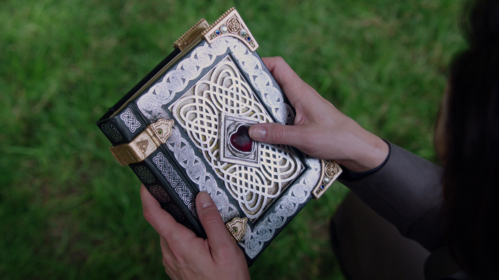 Cora's Spell Book | Once Upon a Time Wiki | FANDOM powered by Wikia
