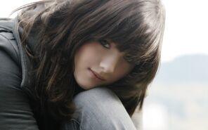 Black-Hair-Oriental-Beauty-Girl
