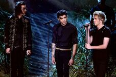 One-direction-ama-performance-2014-billboard-650-a
