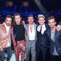 One Direction with Simon at their last performance at the X Factor.