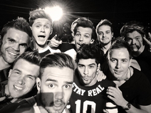 One Direction mit Band