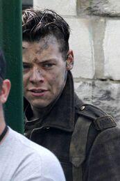 Harry-Styles-filming-Dunkirk (2)
