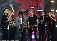 Gli-one-direction-durante-il-live-di-where