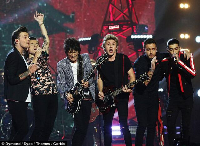 File:Gli-one-direction-durante-il-live-di-where.jpg