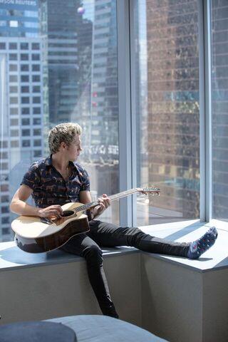 File:Perfect Music Video Niall September 2015.jpeg