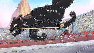 Bacura siendo golpeado por Luffy