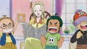 Kaya leyendo el periódico