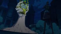 Робин схватила Танаку в гигантскую руку