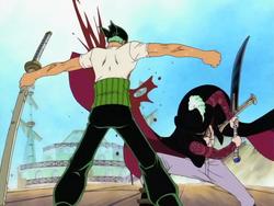 Mihawk corta a Zoro