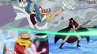 Luffy utilise Baggy pour se protéger de Mihawk