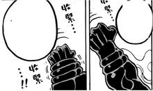Luffy contraindo o seu braço