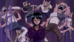 Robin attaque avec le Hana Hana no Mi