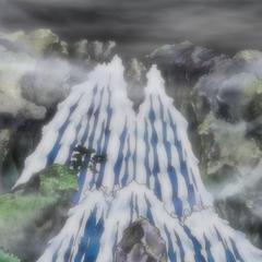 La cascata sopra la quale si trova il Paese di Wa