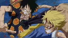 Bellamy golpeando a Luffy