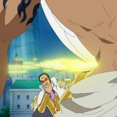 Kizaru nutzt die Unaufmerksamkeit und tritt Urouge bewusstlos.