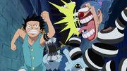 Buggy erschrickt als er Luffy in Impel Down trifft