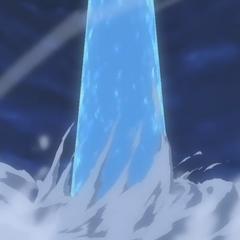 L'esplosione proietta l'acqua marina in cielo
