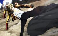 Coup de pied de Genos esquivé par Saitama