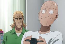 King essaye d'aider Saitama